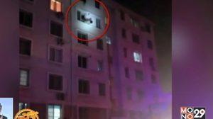 นักดับเพลิงมือไว คว้าแม่ลูกเกาะหน้าต่างหนีไฟ รอดหวิด