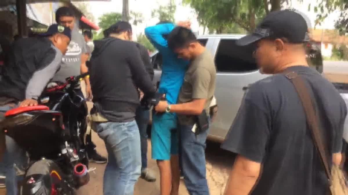ตำรวจรวบหนุ่มซิ่งบิ๊กไบค์ ลักลอบค้ายาบ้า-ไอซ์