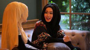 """แกะกล่อง """"สมาย ซัซนี"""" นางเอกมุสลิม ประเดิมจอเงินคู่ """"เข้ม หัสวีร์"""""""