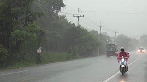 ทั่วไทยฝนตกหนักหลายพื้นที่ เตือนระวังน้ำท่วมฉับพลัน-น้ำป่าหลาก