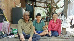 เด็กชายอายุ 14 ปี รับจ้างแบกมัน หาเงินรักษาพ่อแม่