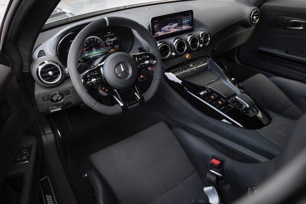 Mercedes-AMG GT R PRO; designo iridiumsilber magno; Leder Exklusiv Nappa / Mikrofaser DINAMICA schwarz mit Kontrastziernaht graphitgrau; Kraftstoffverbrauch kombiniert: 12,4 l/100 km; CO2-Emissionen kombiniert: 284 g/km // Mercedes-AMG GT R PRO; designo iridium silver magno; Exclusive nappa leather / micro fiber DINAMICA black with contrasting topstitching graphite gray; Fuel consumption combined: 12.4 l/100 km; Combined CO2 emissions: 284 g/km