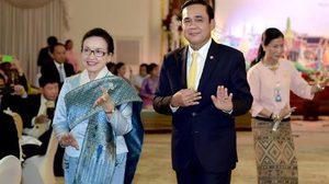 ภาพนายกฯ นำเซิ้ง ในงานเลี้ยงรับผู้นำลาวเยือนไทย