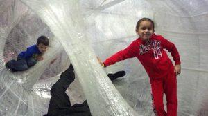 เจ๋ง!! สนามเด็กเล่นจากเทปกาว ฝีมือศิลปินอเมริกัน