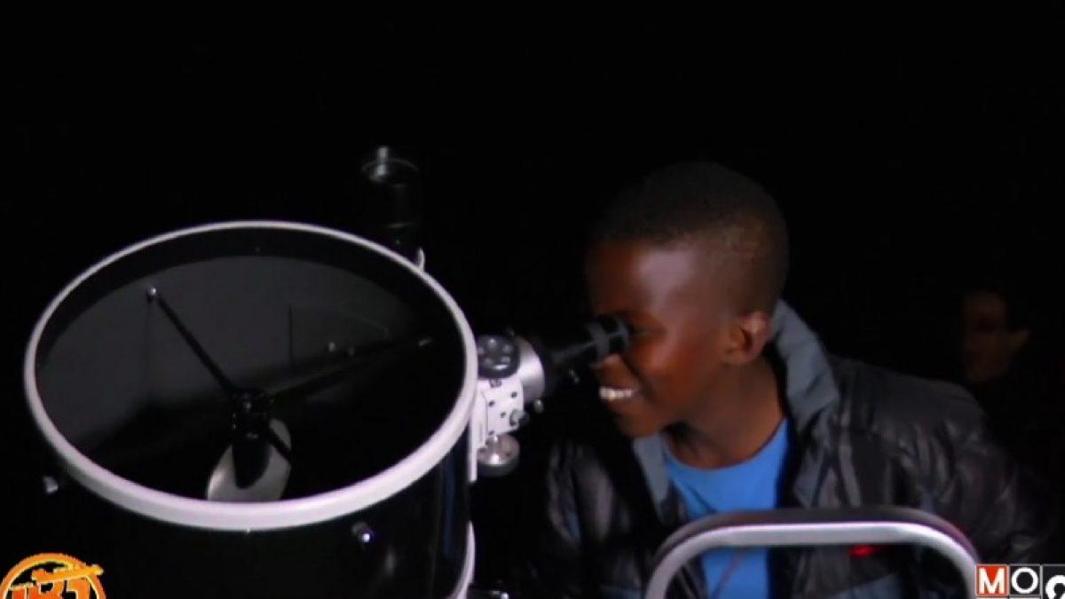 คาราวานกล้องโทรทัศน์เคลื่อนที่ในเคนยา