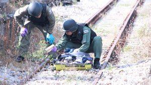 แตกตื่น! กระเป๋าต้องสงสัยวางในสถานีรถไฟ EOD ตรวจพบเป็นเสื้อผ้าไม่ใช่ระเบิด