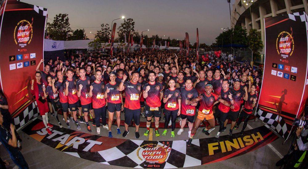 แห่วิ่ง รัน วิธ ต๊อด รายได้ช่วยนักเรียน บุญถึง นักวิ่งทีมชาติร่วมสร้างสีสัน