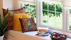 นั่งชิลล์ๆ แบบสบายๆ กับ มุมนั่งพักผ่อน ริมหน้าต่าง ในบ้าน