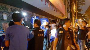 โดนแล้ว!ตำรวจลุยจับเสื้อบอลทีมชาติปลอมหน้าสนามได้ของกลางเพียบ