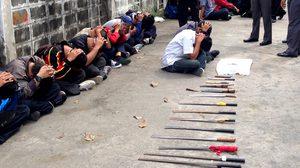 รวบ! นักเรียนนักเลง ยึดอาวุธปืน 3 กระบอก มีด 26 เล่ม