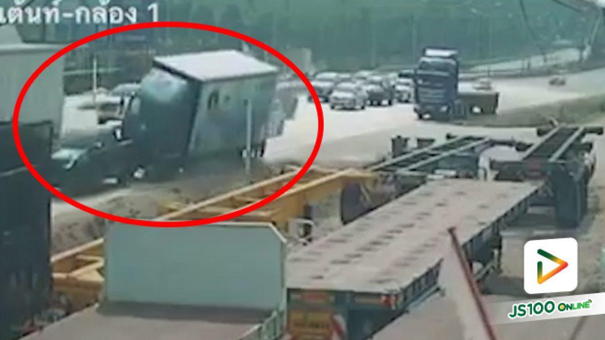 รถบรรทุกเบรคไม่อยู่ ชนดะรถ 6 คันรวด เคราะห์ดีไม่มีใครบาดเจ็บ