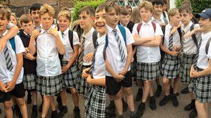 เด็กอังกฤษ ประท้วงใส่กระโปรงมาเรียน เพราะอากาศมันร้อน