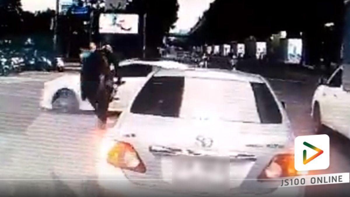 แบบนี้ใช่มั๊ยเรียกเบรกตัวโก่ง... คนขับรถเก๋งน่าจะมีน้ำใจลงมาดูเพื่อนร่วมทางหน่อยนะครับ (09-03-61)