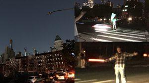 เหล่าแฟนคลับสตาร์วอร์ รวมตัวกัน ใช้กระบี่แสงโบกรถ ในคืนที่นิวยอร์คไฟดับทั้งเมือง
