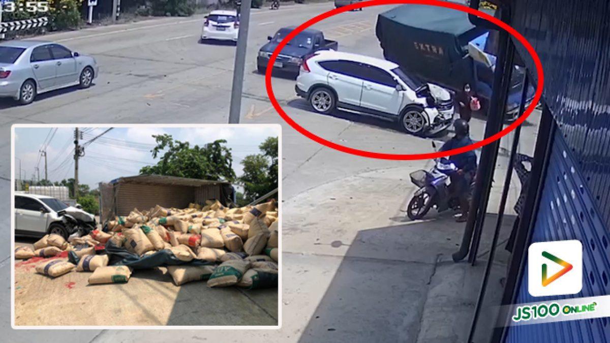 อุบัติเหตุซ้ำซ้อน! หลังรถชนท้ายกัน 2 คัน ก่อนรถบรรทุกเบรคไม่ทันหักซ้ายพลิกตะแคง ทับร่างภรรยา เสียชีวิต
