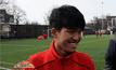 """เยาวชนอาข่าฝึกฟุตบอลกับ """"ผีแดง"""" ที่อังกฤษ"""