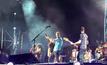 """Coldplay"" เชิญ ""Michael J.Fox"" ขึ้นคอนเสิร์ตอวดลีลา Back to the Future"