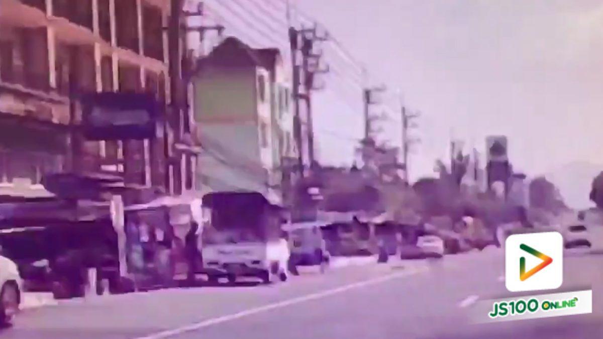 กระบะชนเก๋งและร้านอู่ต่อพ่วงรถจยย. ที่ ต.บางพระ จ.ชลบุรี (6-4-61)
