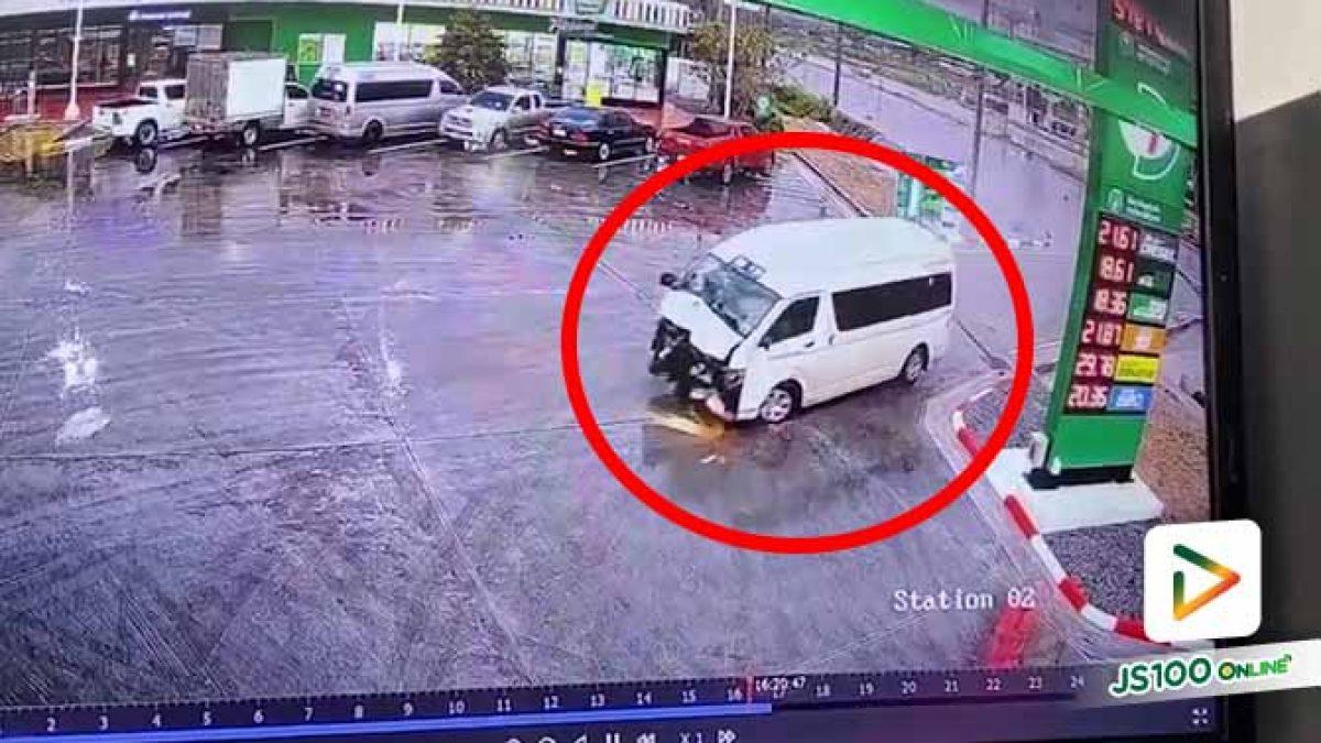 หน้ารถพังยับขนาดนี้ ถ้าอยู่ในรถด้วยคงได้แต่หลับตาภาวนา.. (06/10/2020)
