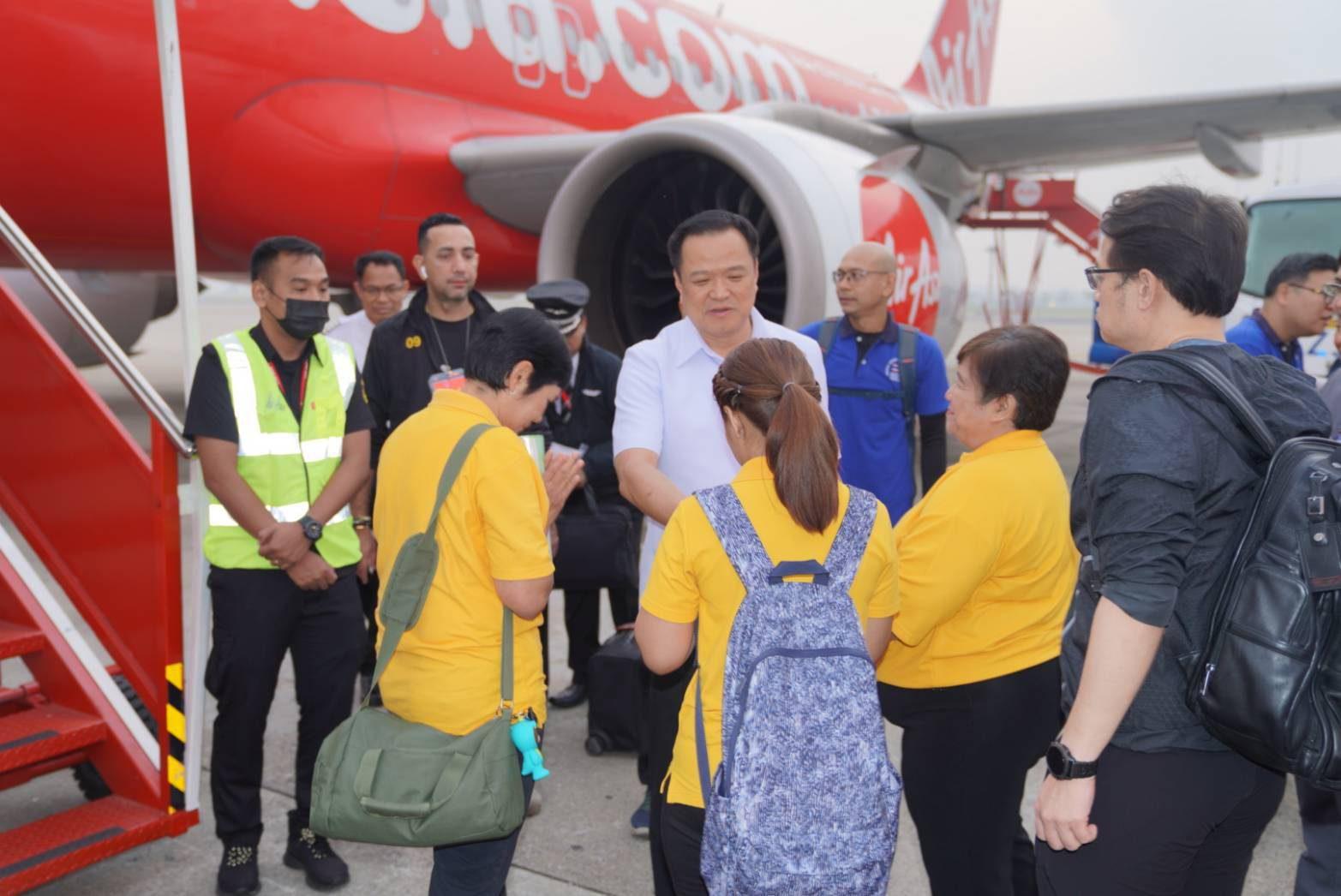 เที่ยวบินรับคนไทยอู่ฮั่นออกเดินทางแล้ว ด้านอนุทิน เผย ทุกคนกำลังใจดี