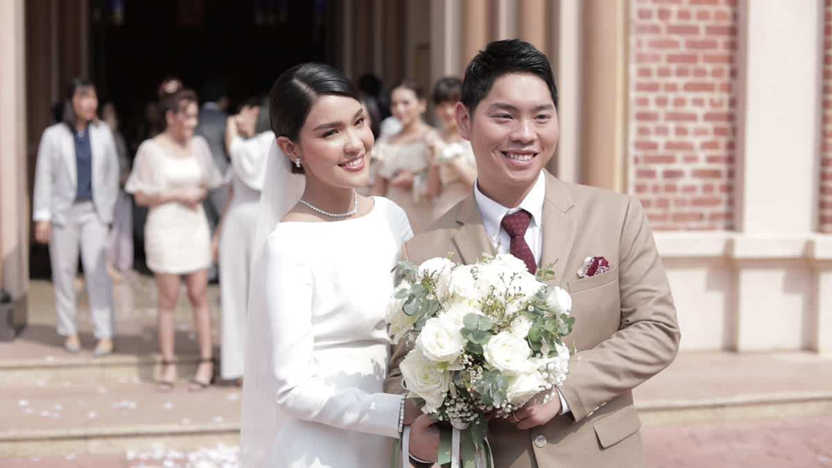"""""""เปาวลี&เอิร์ธ"""" คู่รักสุดหวาน ควงคู่เข้าโบสถ์ แต่งงานพิธีคริสต์"""