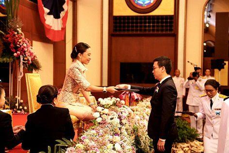 "AIS Knowledge Station รับพระราชทานเกียรติบัตร ""รางวัลห้องสมุดเฉพาะดีเด่น"" ประจำปี 2561 จากสมาคมห้องสมุดแห่งประเทศไทย"