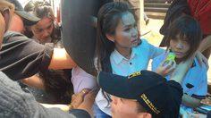 นาทีชีวิต! ต่าย อรทัย ช่วยเหลือนักเรียนล้ม ติดใต้ท้องรถ!