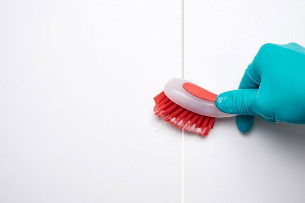 ทำความสะอาดผนังห้องน้ำ