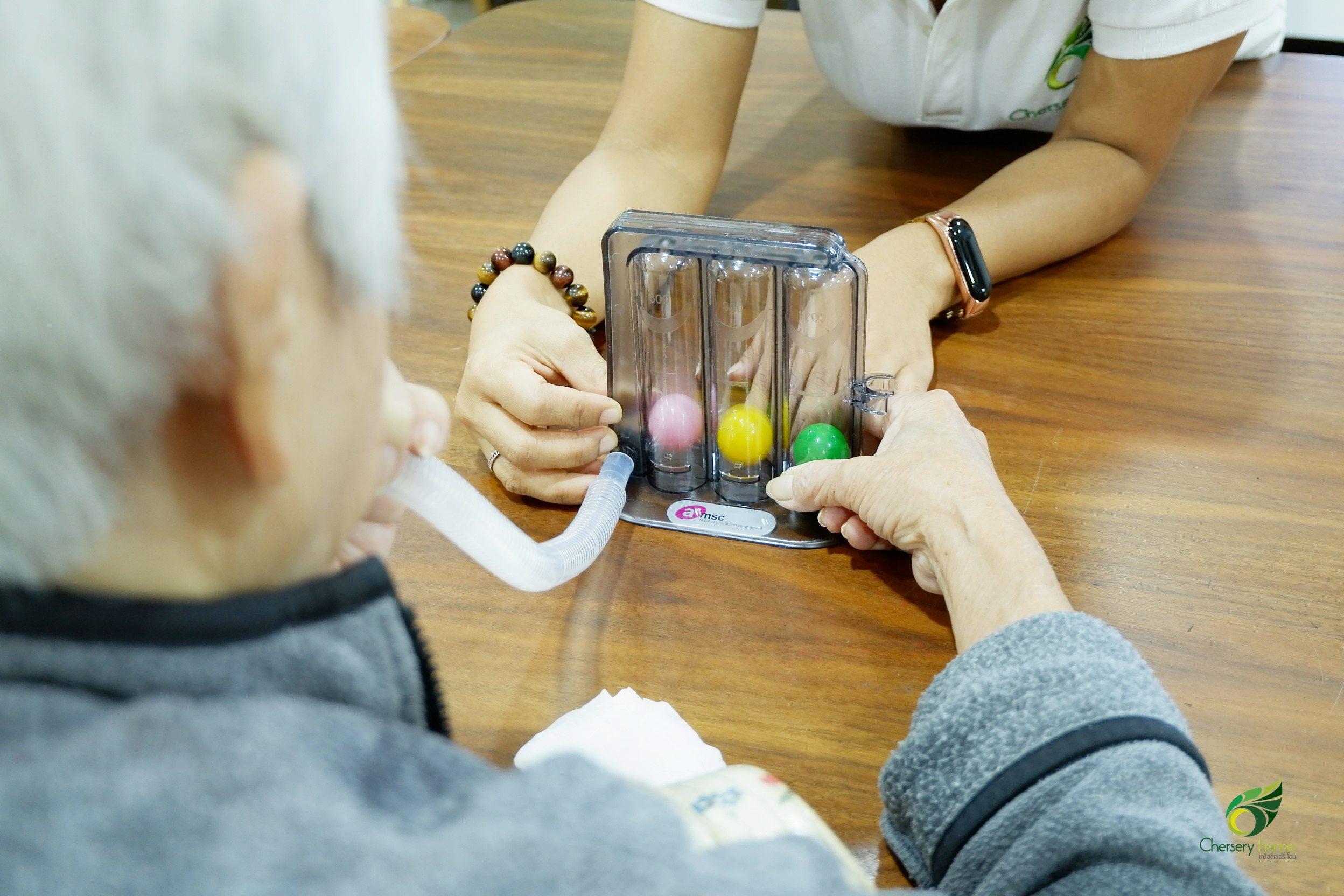 วิธีการใช้เครื่องบริหารปอดสำหรับผู้สูงวัย