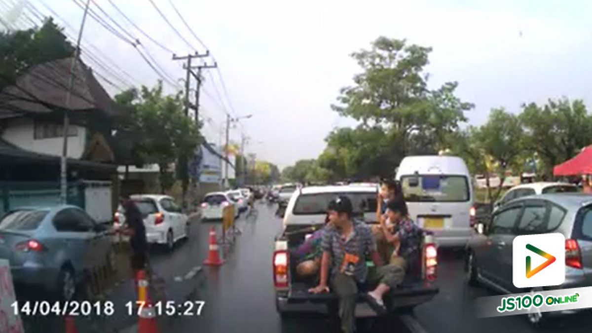 เมื่อรถพยาบาลต้องวิ่งฝ่าจุดเล่นน้ำสงกรานต์ที่จ.เชียงใหม่ (15-04-2561)