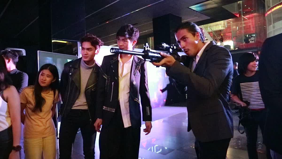ลีลาการยิงปืนของหนุ่มๆ จาก The Face Men Thailand ในงานพรีเมียร์ภาพยนตร์  AMERICAN ASSASSIN