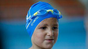 สุดยอด!! เด็กน้อยไร้แขน แต่คว้าแชมป์นักว่ายน้ำระดับประเทศ