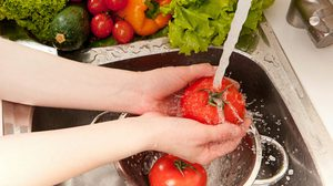 ล้างผักและผลไม้ให้ถูกวิธี ป้องกันความเสี่ยง! สารพิษตกค้างในร่างกาย