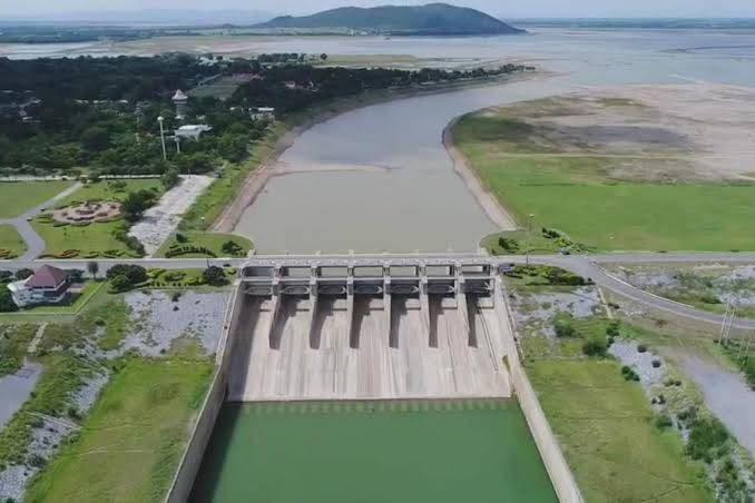รมว.เฉลิมชัยฯ สั่งด่วนกรมชลฯ ระบายน้ำเพิ่มลดค่าความเค็มแม่น้ำเจ้าพระยา