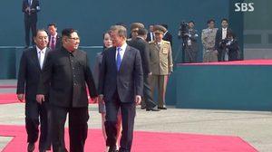 นาทีประวัติศาสตร์! คิมจองอึน ก้าวข้ามเส้นแบ่งเขตทหารเข้าเกาหลีใต้แล้ว