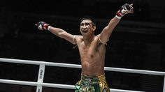 เสี่ยโบ๊ท ชี้ เพชรมรกต ชกกติกามวยไทยช่วยให้แสดงฝีมือเต็มที่ ก่อนชนะน็อค ปีเตอร์ส