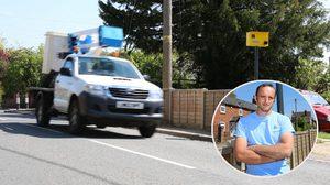 หนุ่ม อังกฤษ รำคาญรถวิ่งผ่านหน้าบ้านด้วยความเร็ว เลยสร้างกล้องจับความเร็วปลอม