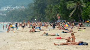 วัน'หยุดยาว' ดันยอดนักท่องเที่ยวกระฉูด 20% รายได้เเตะเเสนล้าน