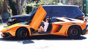 มาส่อง รถหรู ของสาว Teen Queen ตัวแม่ Kylie Jenner กัน ดูหน่อยซิว่าเธอขับ Super Cars อะไรบ้าง