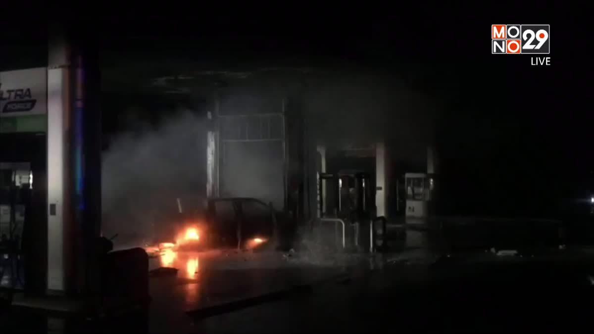 รถกระบะพุ่งเข้าปั๊มชนหัวจ่ายน้ำมันไฟลุกท่วม
