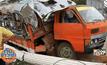 รถ 6 ล้อ รับ-ส่งนร. หักหลบชนเสาป้ายพังยับ เด็กเจ็บระนาว