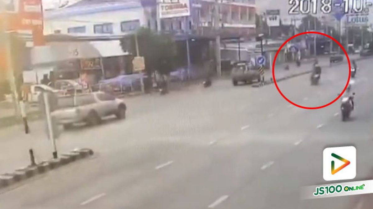 คลิปอุบัติเหตุจยย.เสียหลักพุ่งชนป้ายเกาะกลางถนน จ.ลพบุรี (26-10-61)