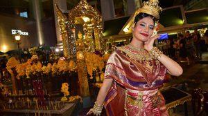 ชมภาพงามอย่างไทย! น้ำตาล ชลิตา มิสยูนิเวิร์สไทยแลนด์ 2016 รำถวาย ท้าวมหาพรหม