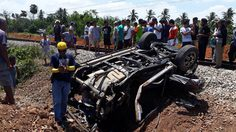 รถไฟชนรถกระบะที่สุราษฎร์ธานี ตาย 4 ศพ คาดไม่ชำนาญเส้นทาง