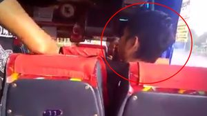 หนุ่มเมา! โวยวายบนรถบัส แถมกร่างอ้างรู้จักคนยศพันโท