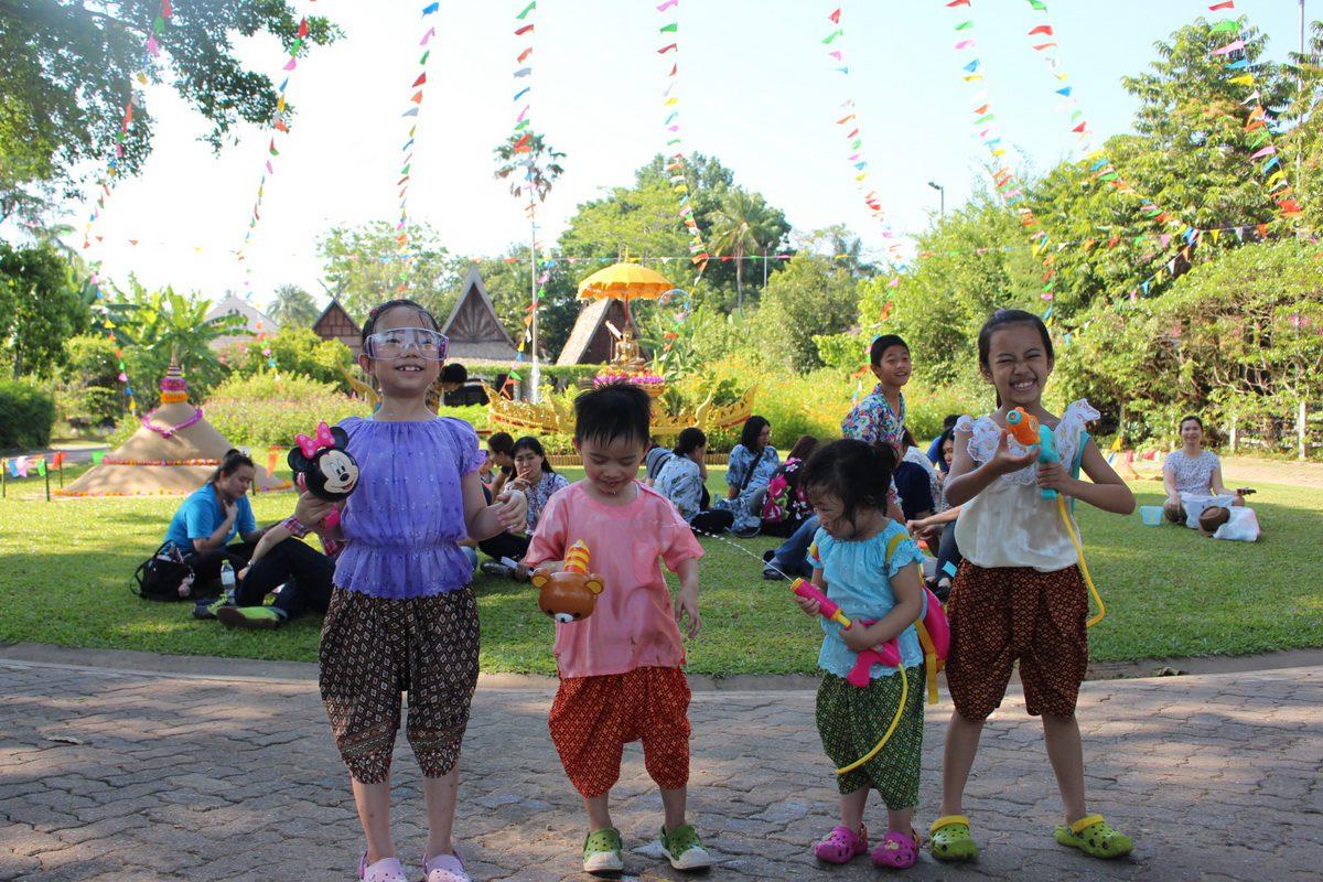 ยกก๊วนหนีกรุง เที่ยวสงกรานต์ ที่สวนสามพราน สัมผัสมนต์เสน่ห์วิถีไทยริมสายน้ำท่าจีน
