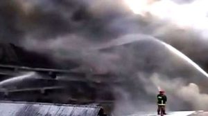 ไฟไหม้โรงงานในบังกลาเทศ ย่างสดนับสิบ บาดเจ็บ-ติดค้างนับร้อย!