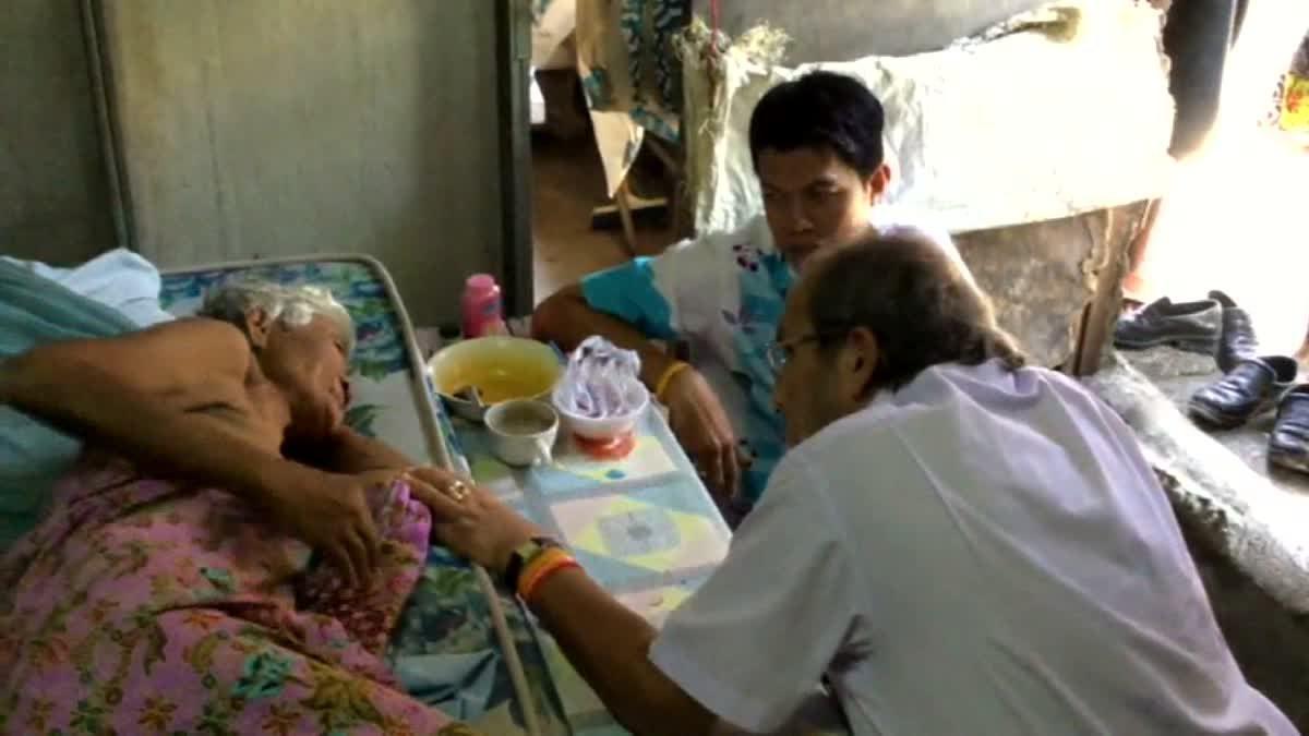 'จิมมี่ ชวาลา' เศรษฐีใจบุญ ยื่นมือช่วยป้าป่วยก้อนเนื้อที่คอ