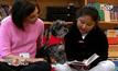 ฝึกอ่านหนังสือด้วยความช่วยเหลือจากสุนัข