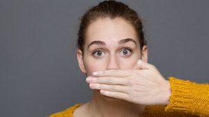 ปากเหม็นยกมือขึ้น! 5 กลิ่นปาก ที่บ่งบอกถึงปัญหาสุขภาพของคุณ